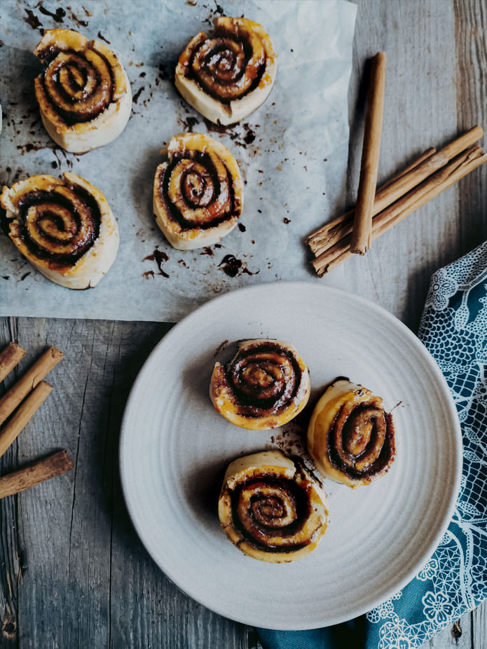 To bake perfect light and airy gluten-free cinnamon buns is every baker's ultimate goal. With this vegan recipe, we're getting a step closer. Super tasty, loads of cinnamon and no nasties.