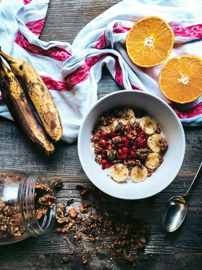 This yummy gluten-free and vegan granola goes perfectly with your morning muesli. It's packed with all the good stuff: sesame, pumpkin seeds and walnuts. A little maple syrup sweetens things up.