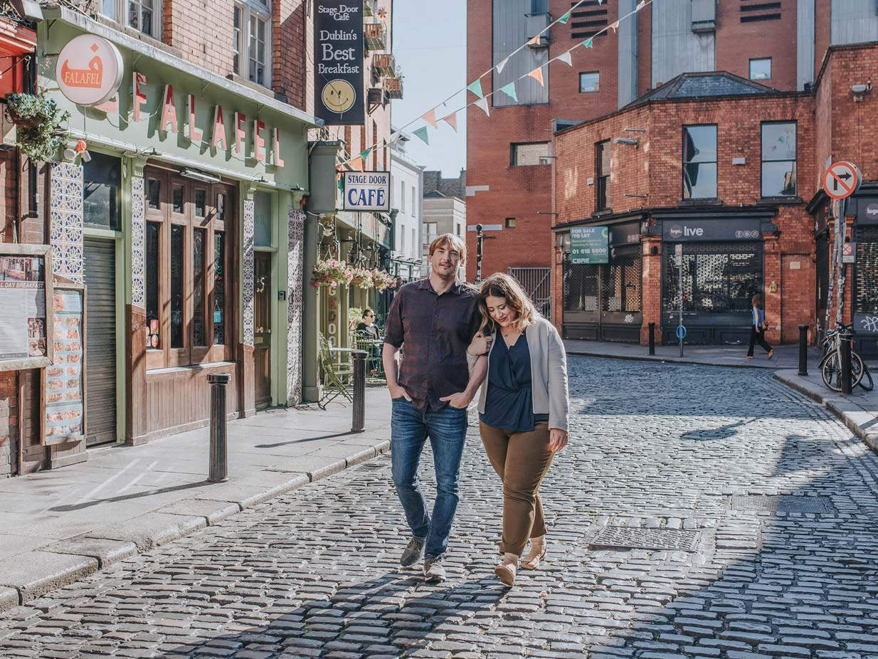 Discover my favourite restaurants, pubs and alleys in Dublin, Ireland. This is the perfect travel guide for foodies and wanderer. From Oat Lattes to lavish cakes and vegan dishes, sprinkled with some sightseeing and perfect instagramable spots - this travel guide covers it all.
