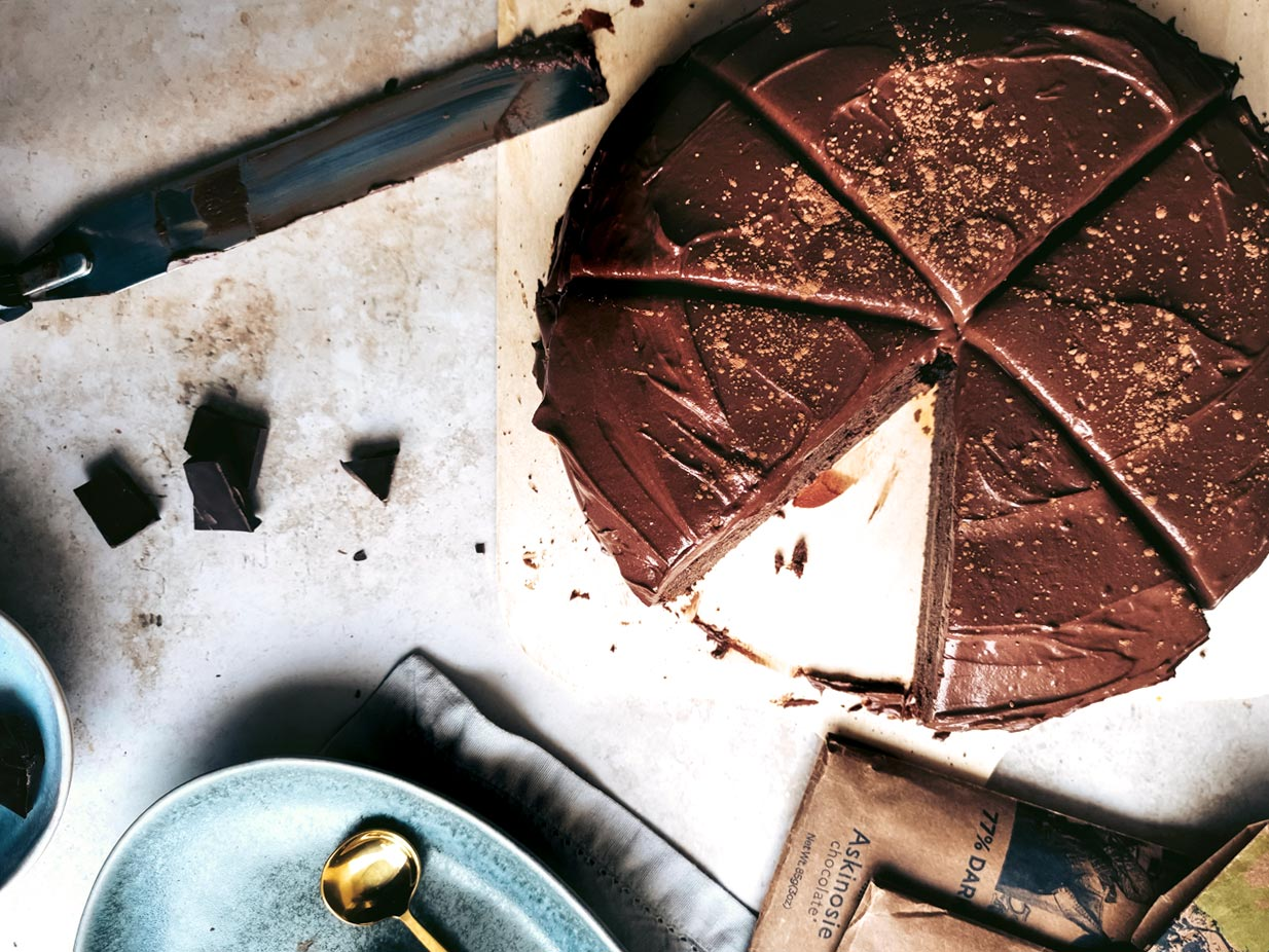 A cake fit for a vegan queen! This Double Chocolate Cake deserves to be the centre of attention at every party. This recipe is plant-based, gluten and nut-free.