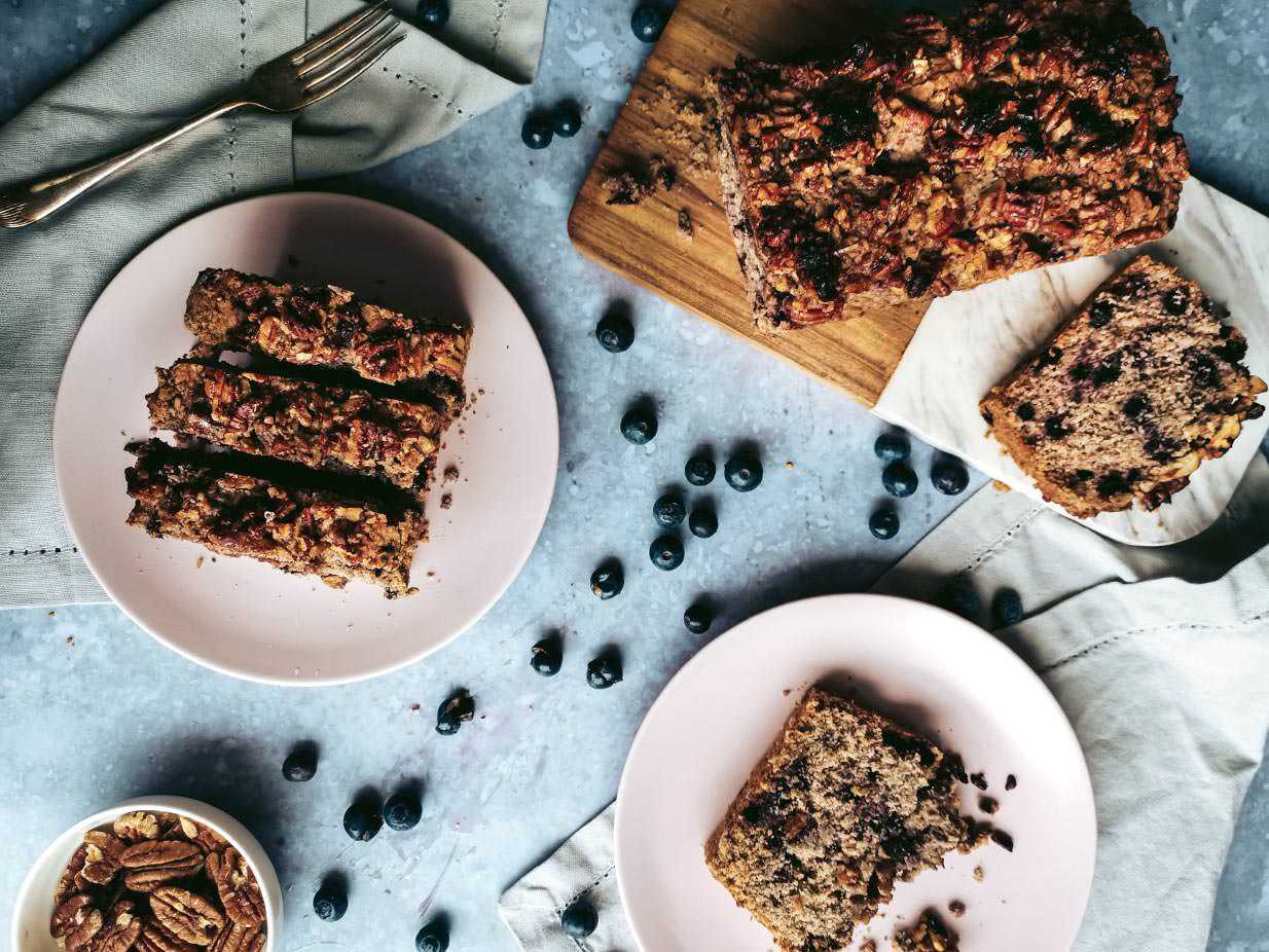The best thing about this Blueberry Muffin Cake with caramelized pecans is that this vegan and gluten-free cake tastes like a giant, crumbly muffin. Yum! The gentle taste of the earl grey-infused oat milk pairs wonderfully with the blueberries and caramelized pecan nuts.